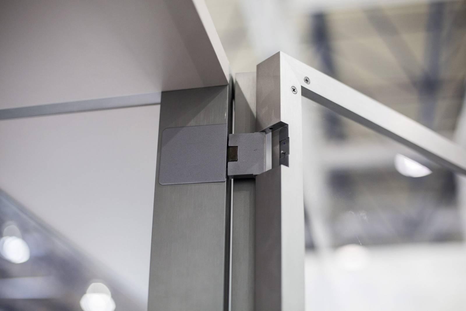 LEDA Armario a Medida con Puertas Abatibles de UECKO 01
